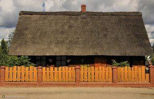 Współczesny dom inspirowany borowiackim budownictwem fot. Bogdan Nitka, borowiak.flog.pl