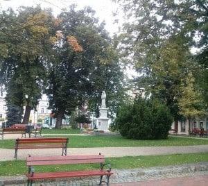 Pomnik Matki Bożej Królowej Korony Polskiej na tucholskim rynku. Fot. Sławomir Cieślicki.