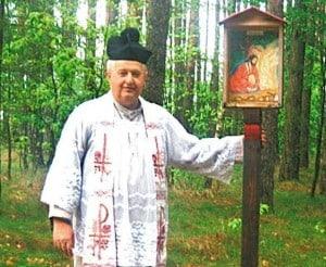 ks. kapelan Jerzy Woźniak, twórca i budowniczy polnej drogi krzyżowej w Bysławku