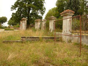 park dworski kamienica ogrodzenie